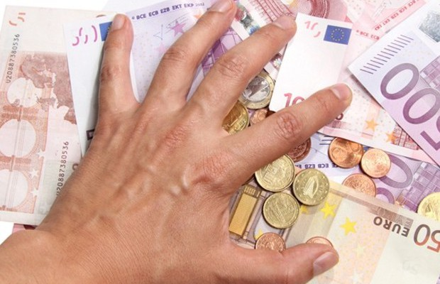 24566-peniaze-euro-eura-bankovky-mince-uver-hypoteka-spl-nestandard2